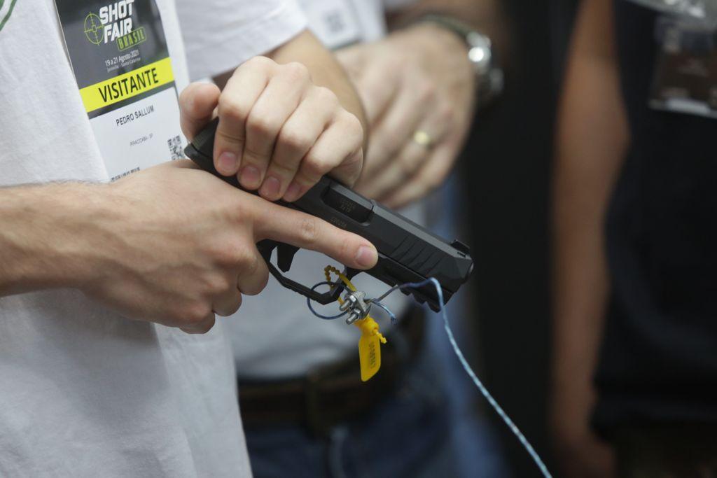 Informação aproxima cidadão ao direito ao porte de armas